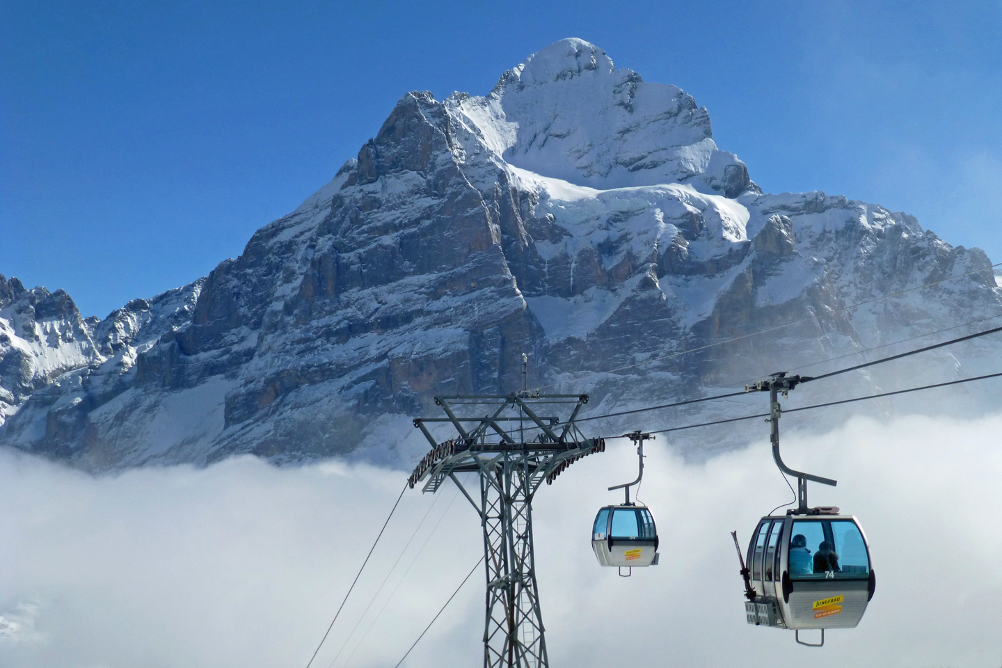 The First gondola and the Wetterhorn